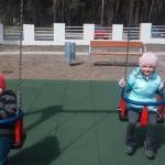 Zabawa na placu zabaw (3)